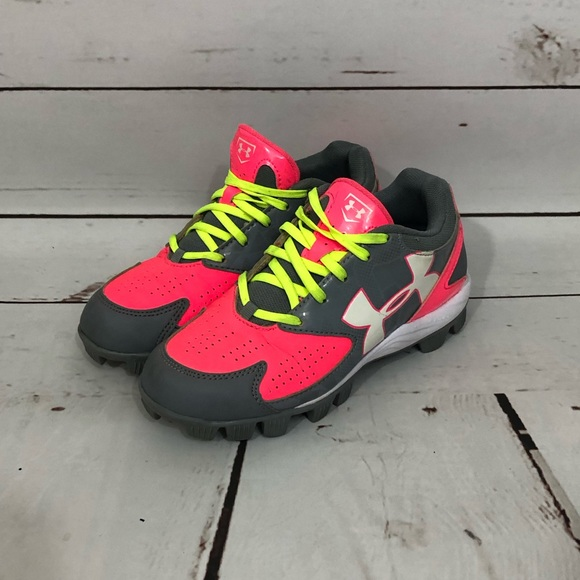 6f69118311f1 Under Armour Girls Baseball Cleats 2.5. M_5c92ad61409c15547d52accf